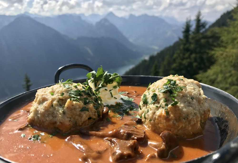 Ausflugsziele Achensee - mit der Rofanseilbahn hinauf und oben mit Seeblick gut essen