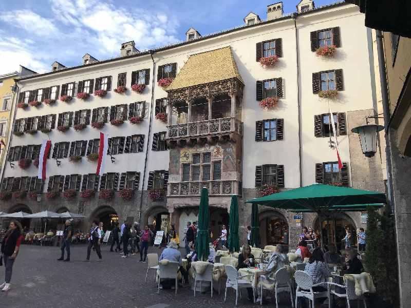 Innsbruck Sehenswürdigkeiten - vom Goldenen Dachl geht´s zum Top of Innsbruck