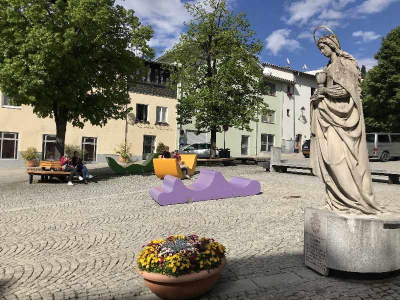 Der heutige Pfundplatz Schwaz mit der 1902 aufgestellen Barbarastatue