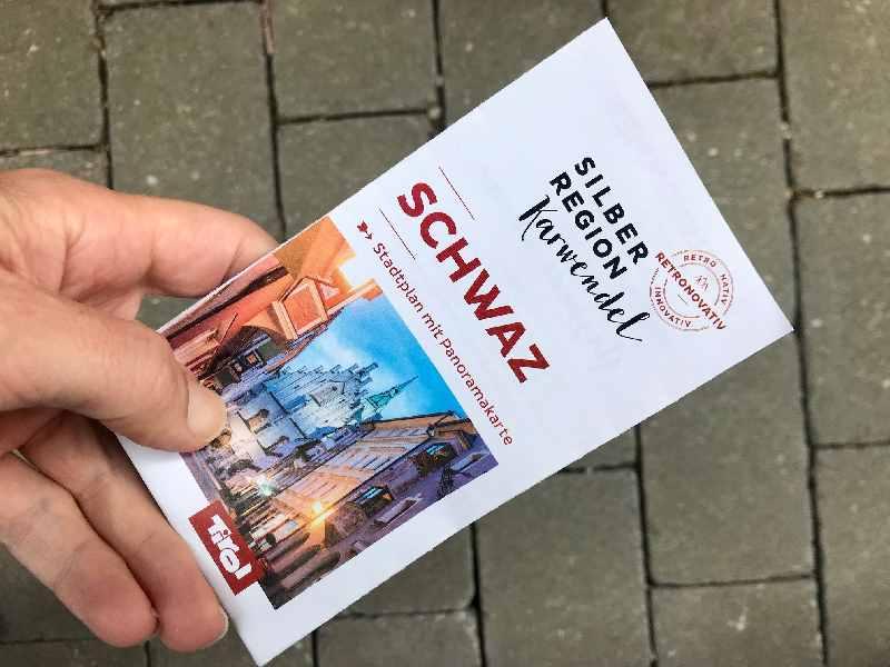 Diese Schwaz Karte aus Papier bekommst du kostenlos vom Tourismusverband Schwaz
