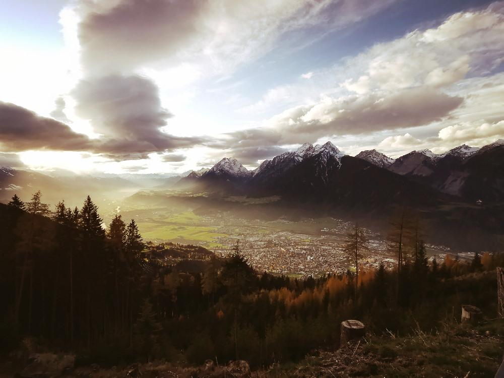 Schwaz in Tirol und die Karwendel Berge