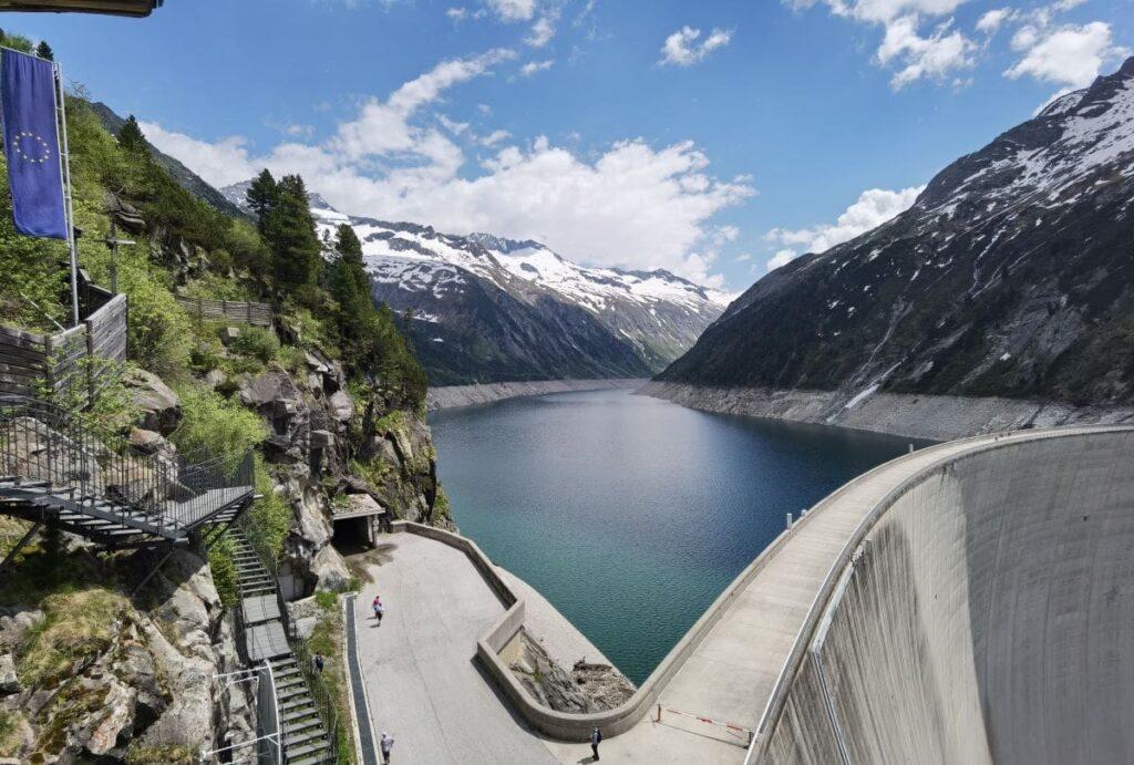 Eine der Top Mayrhofen Sehenswürdigkeiten - der Zillergrund Stausee
